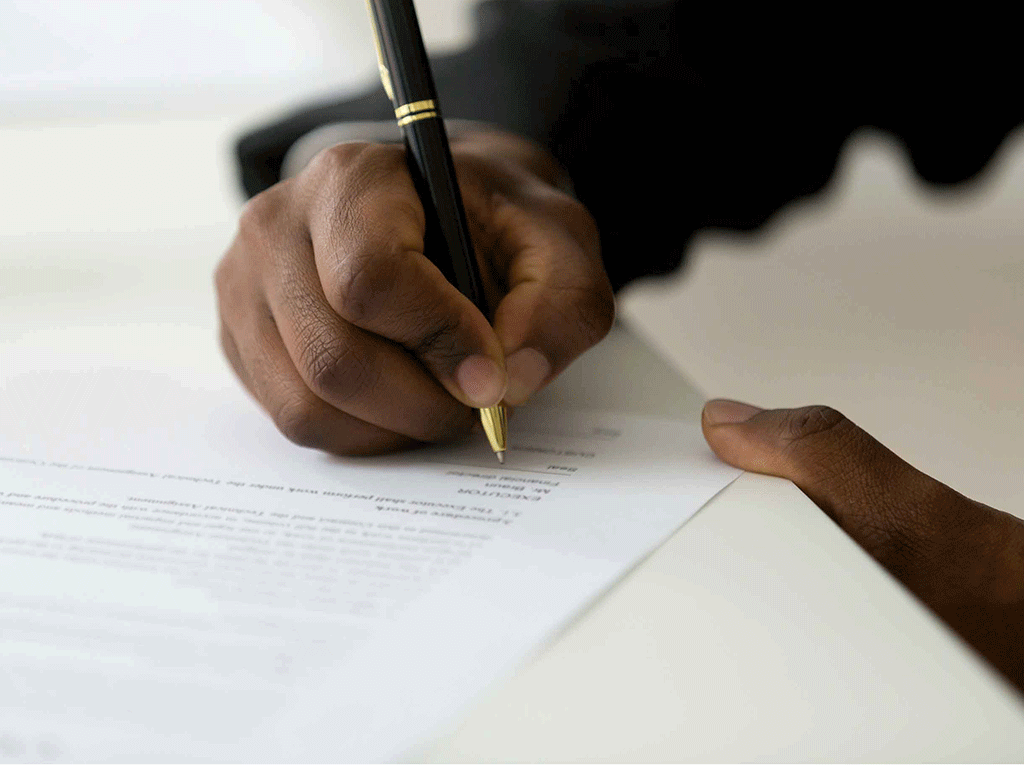signing loan contract